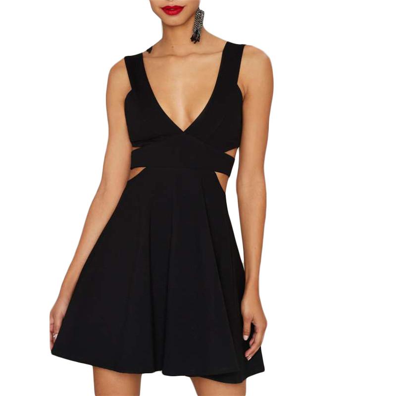 41e7499ac7 Sukienka elegancka czarna trapezowa mini wycięcia na bokach MODITO